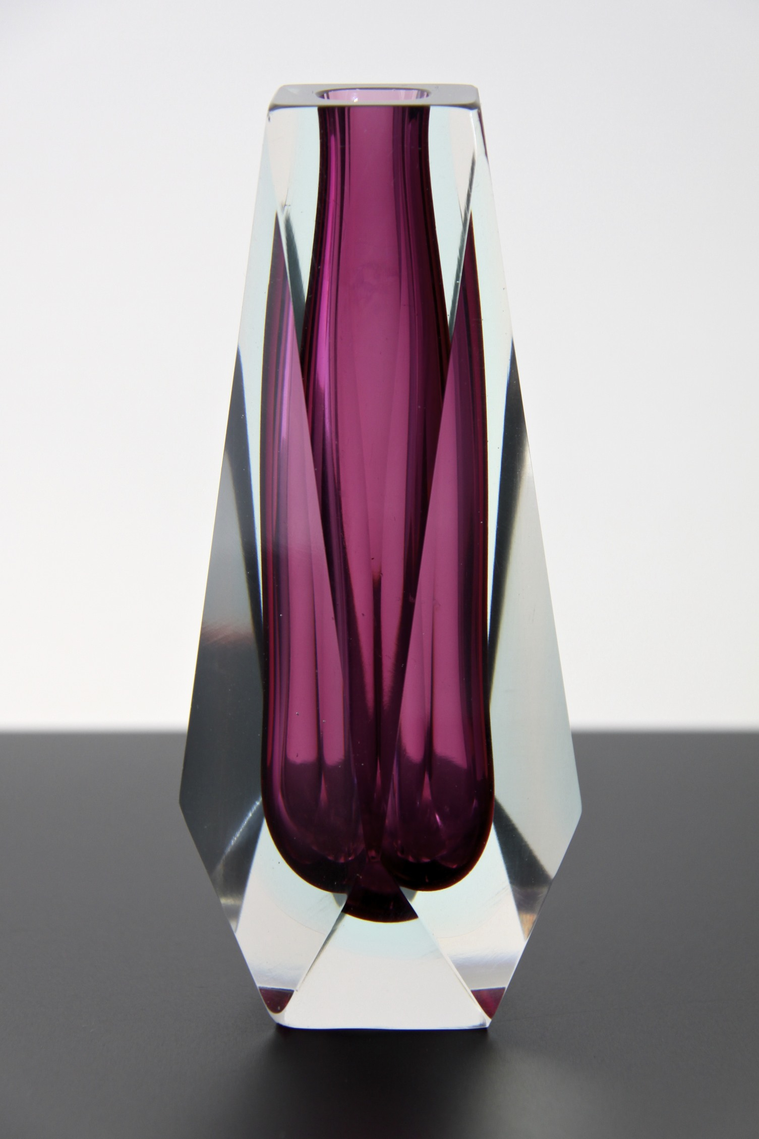 mandruzzato faceted sommerso cerise glass vase murano. Black Bedroom Furniture Sets. Home Design Ideas