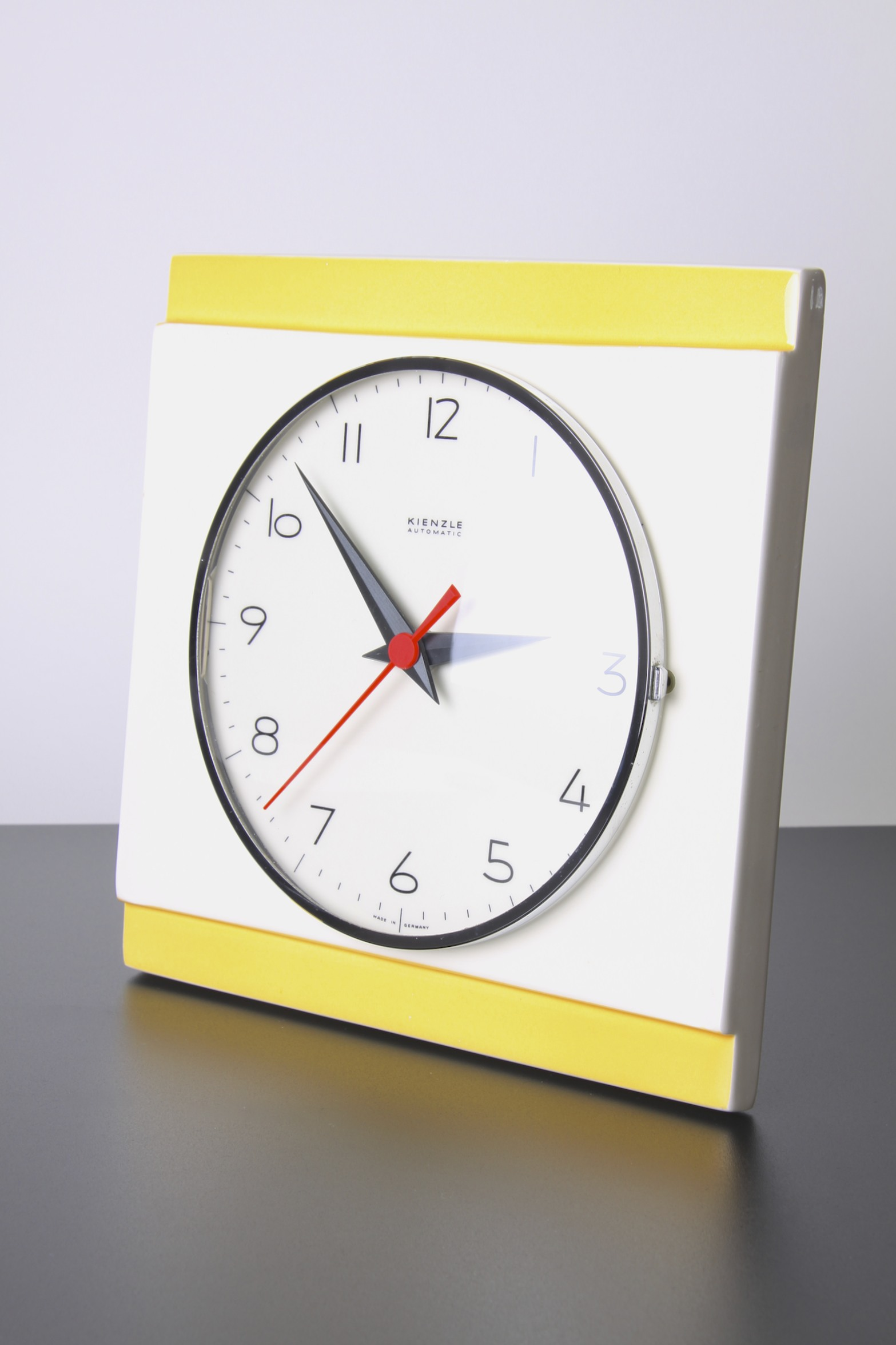 automatic wall clock